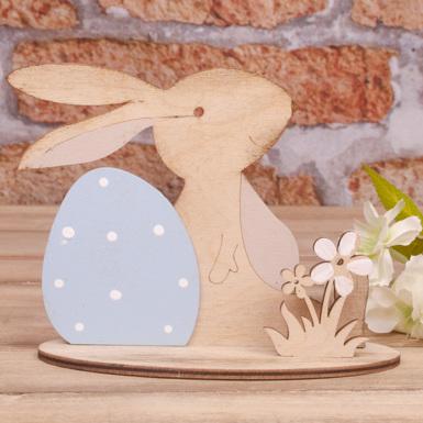 """статуетка """"зайчик с пасхальным яйцом и цветами"""""""