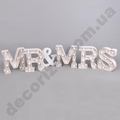 """Слово """"MR and MRS"""" с подсветкой"""