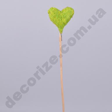 Сердце из нитки на палочке салатовое