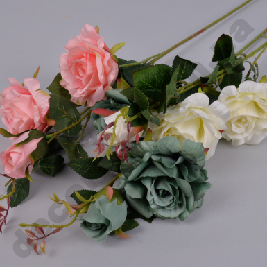 Декоративная роза тройная белая