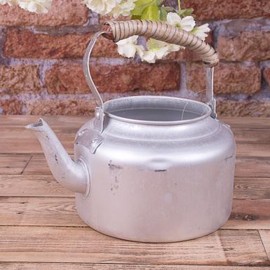 металлический чайник подстаренный