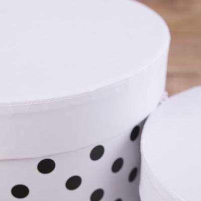 Коробки шляпные в горохи  (2шт) белые