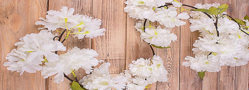 Гірлянди з штучних квітів