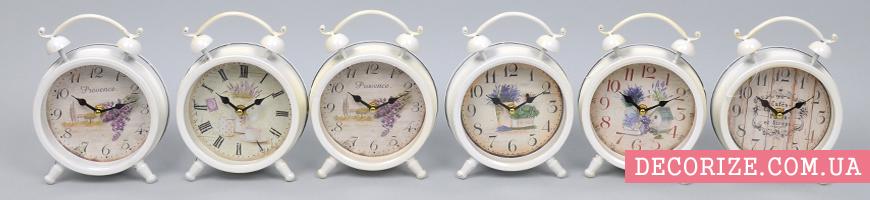 - Часы декоративные, подушки для декора