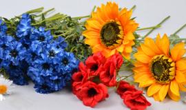 - искусственные полевые цветы