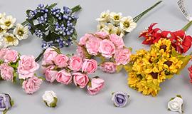 - маленькие цветочки, бутоньерки