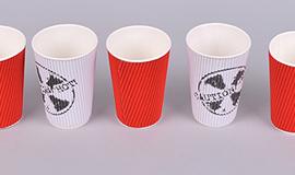 - стаканы из пластика и бумаги