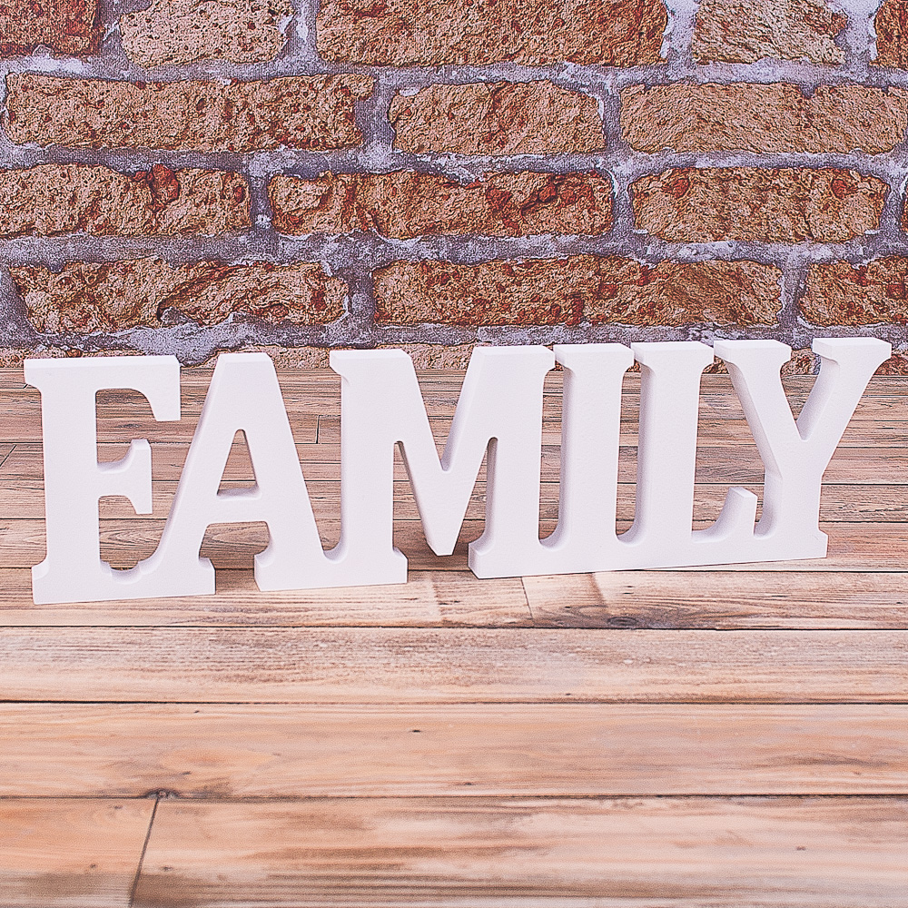 "деревяне слово ""family"""