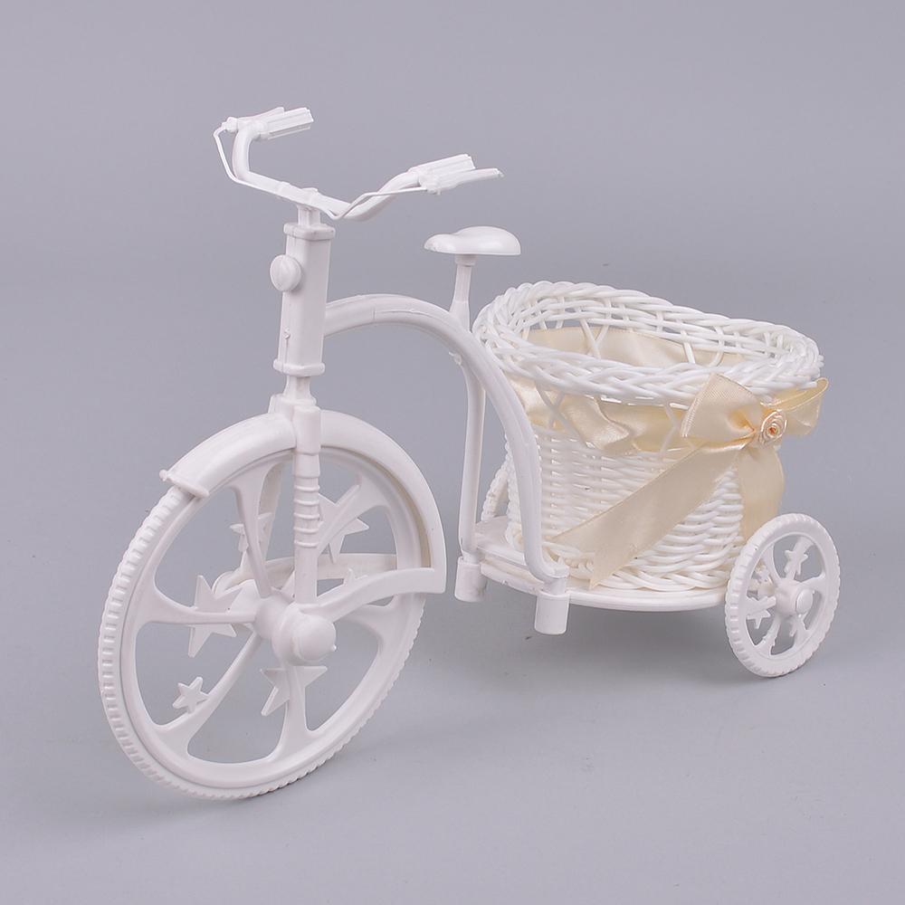 Пластиковый велосипед с кремовым бантом