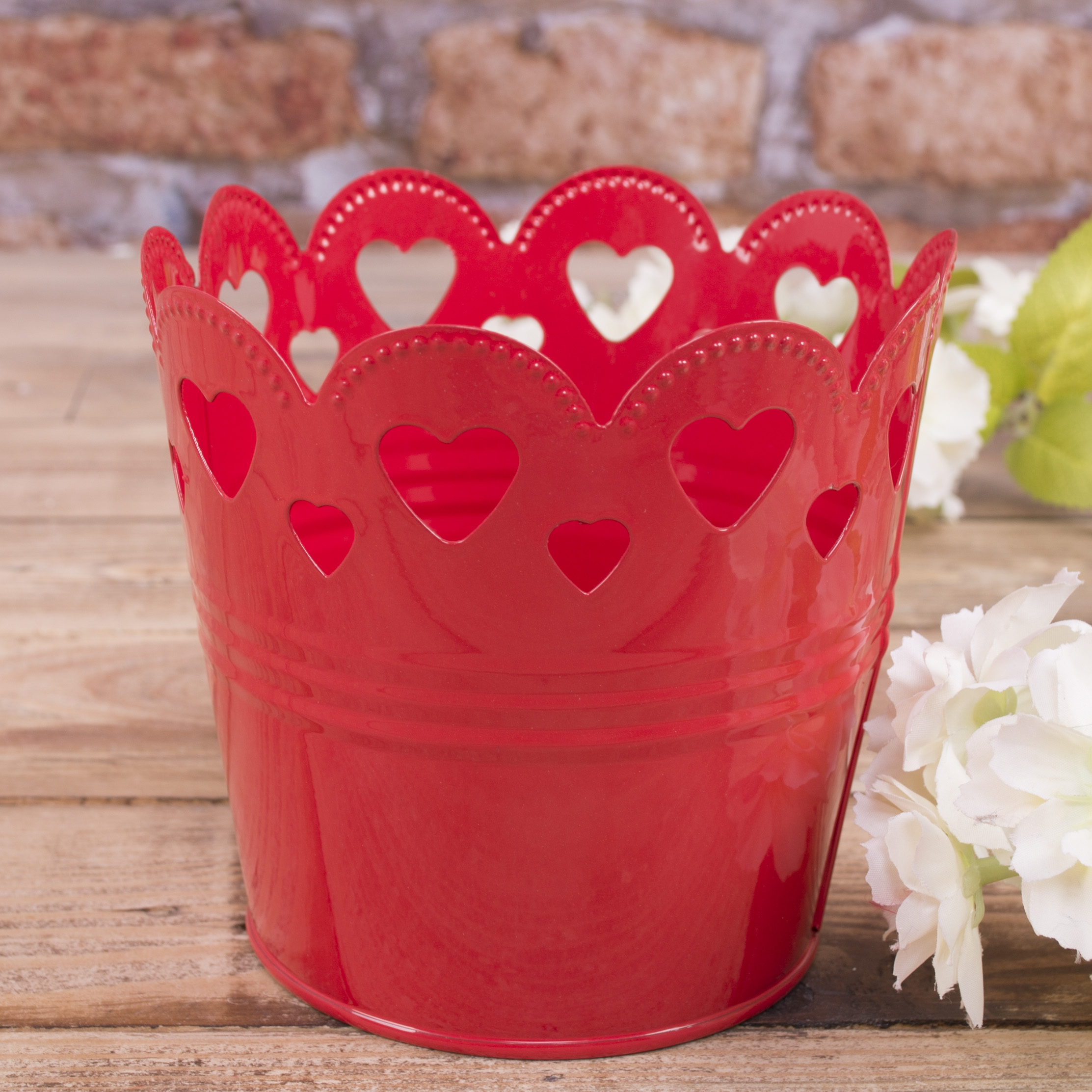 Кашпо металлическое с сердечками красное большое