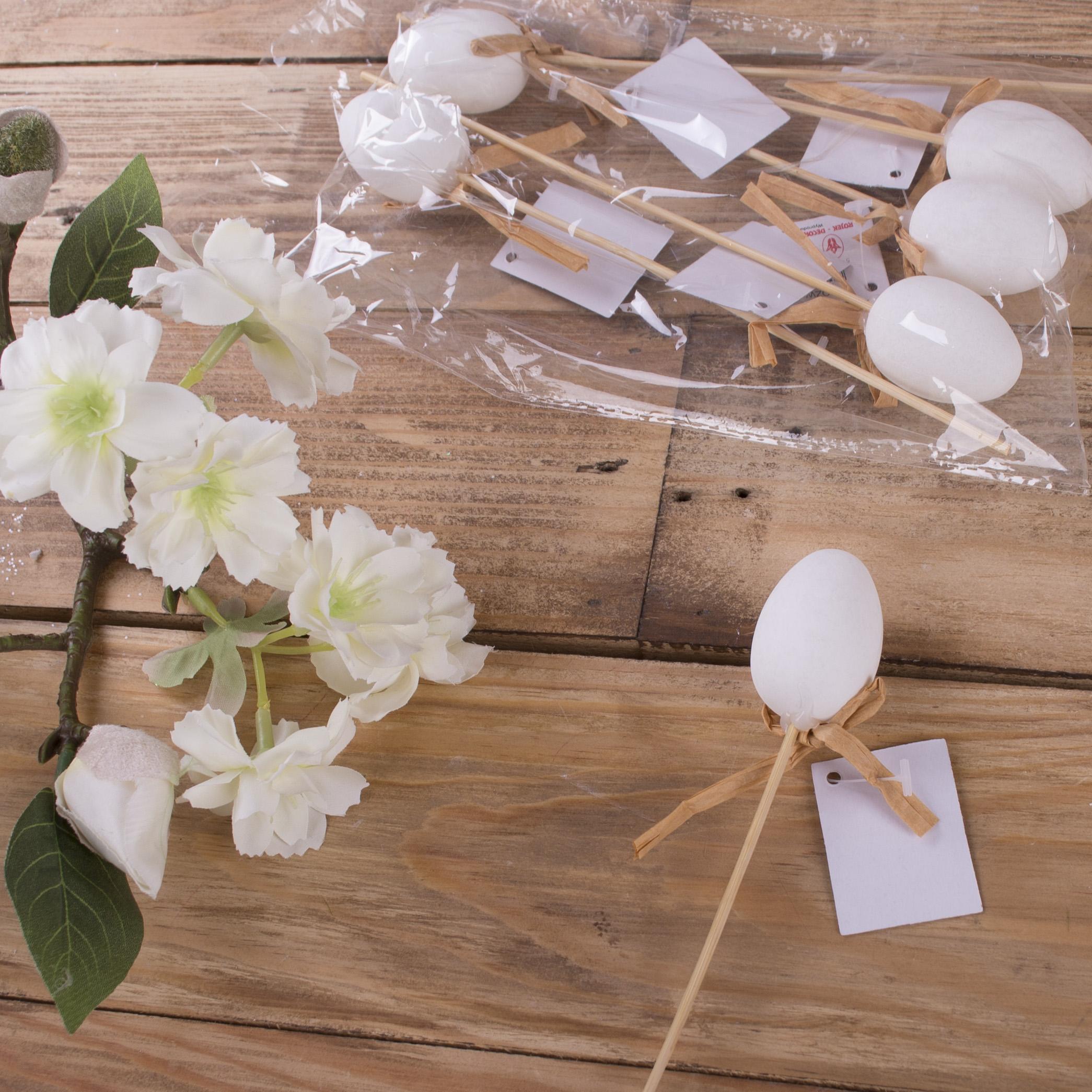 Яйца пасхальные  на палочке белые