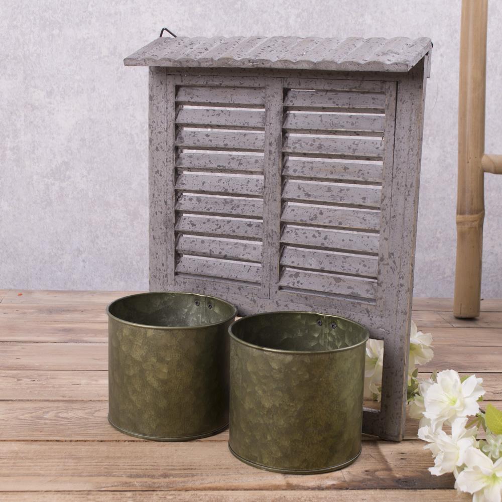 кашпо с деревянным окном