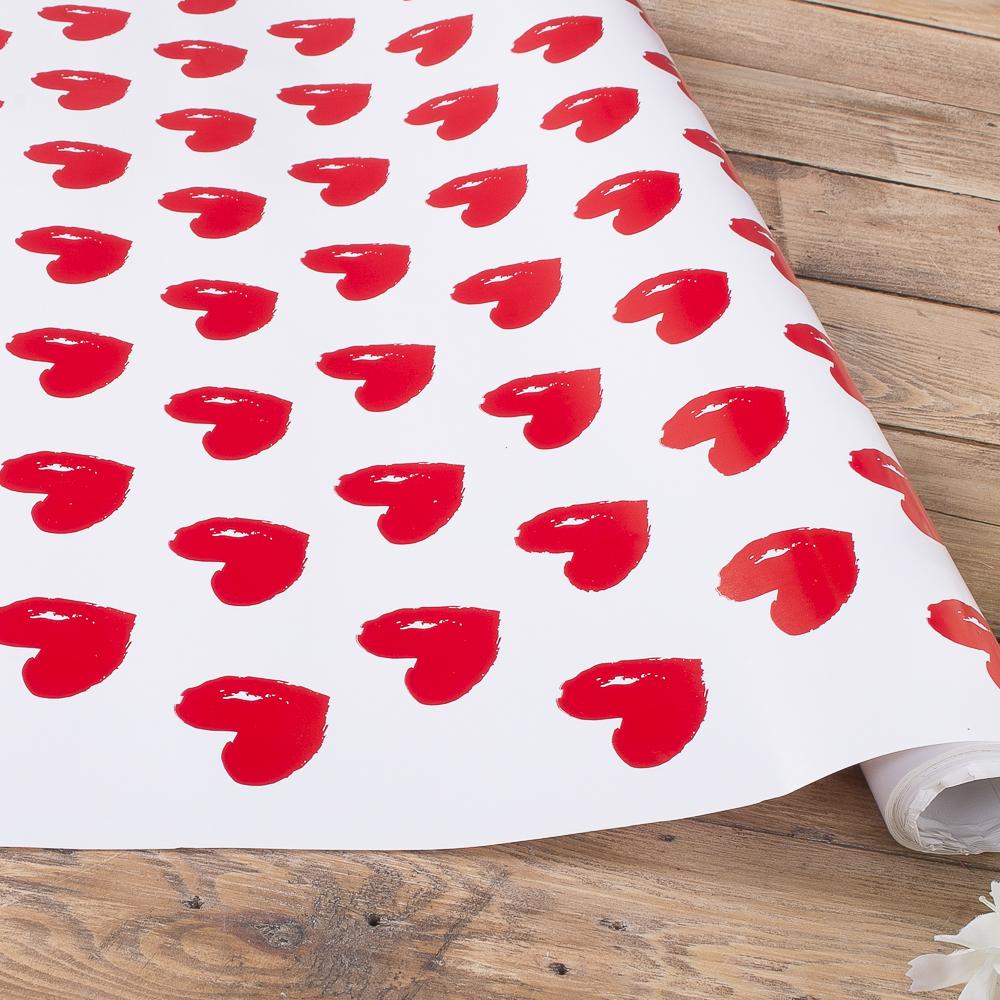 Упаковочная бумага в рулоне большые красные сердца  70см * 10м.
