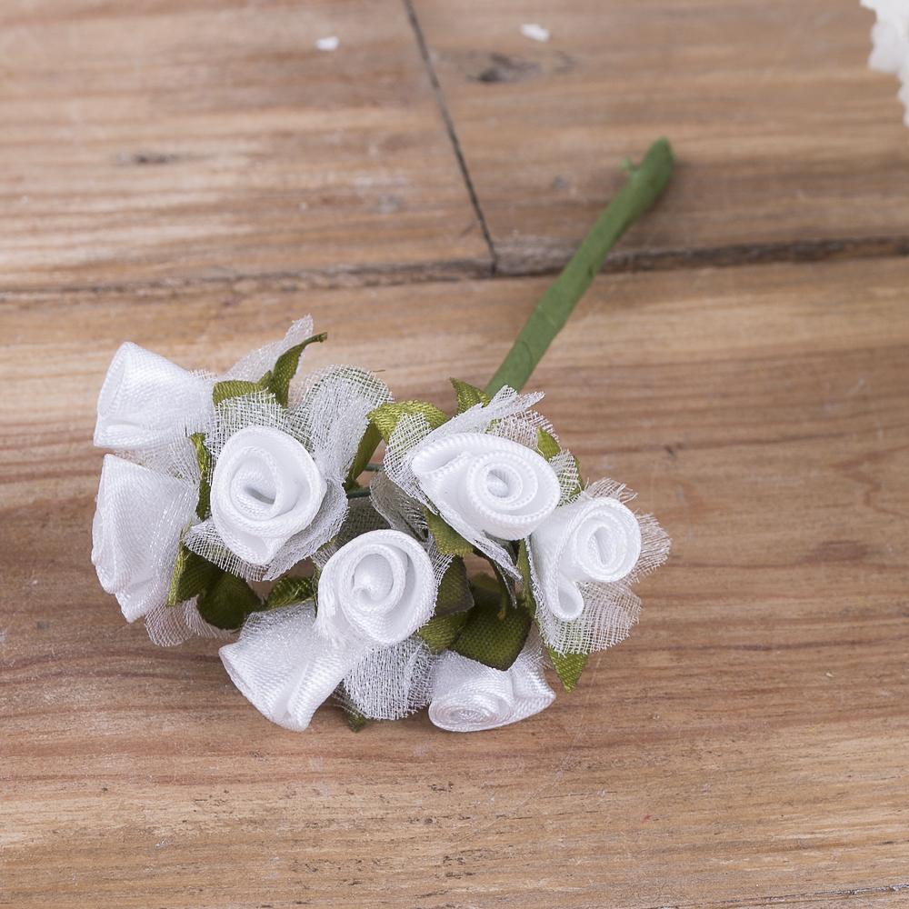 бутоньерка розочка с фатином белая