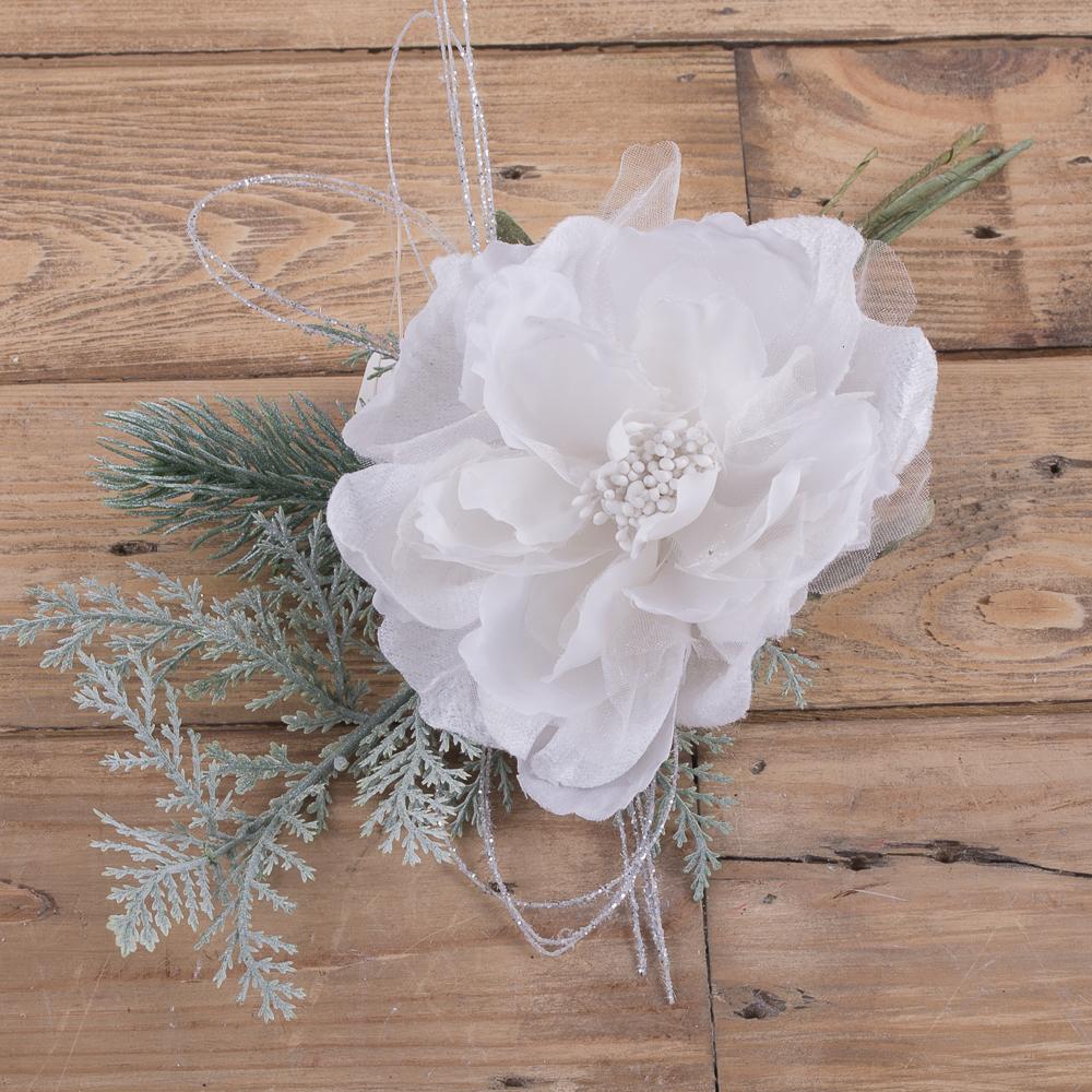 головка розы с елью белая
