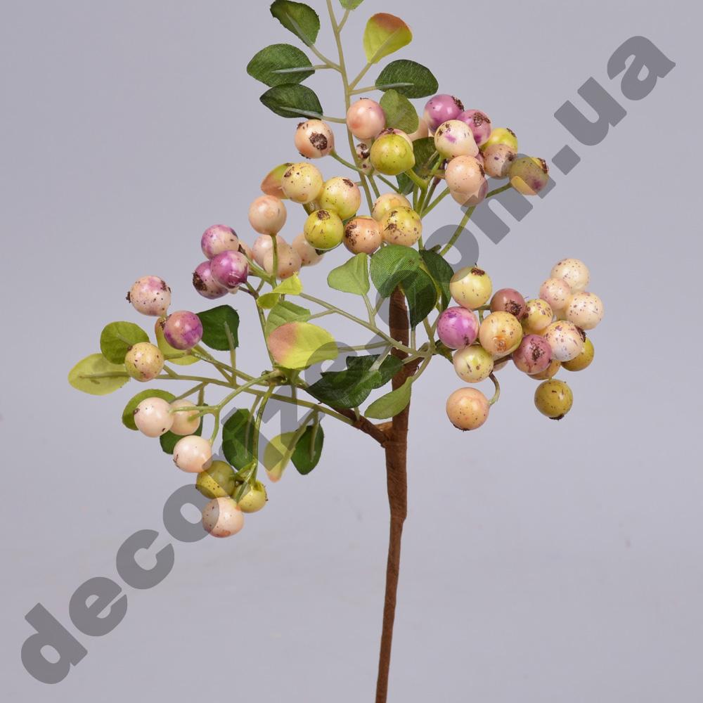ветка с ягодами глода розовая