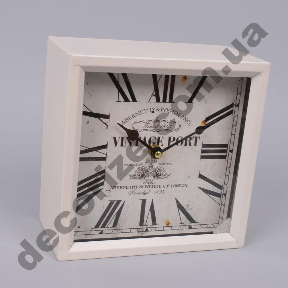 Годинник квадратний білий